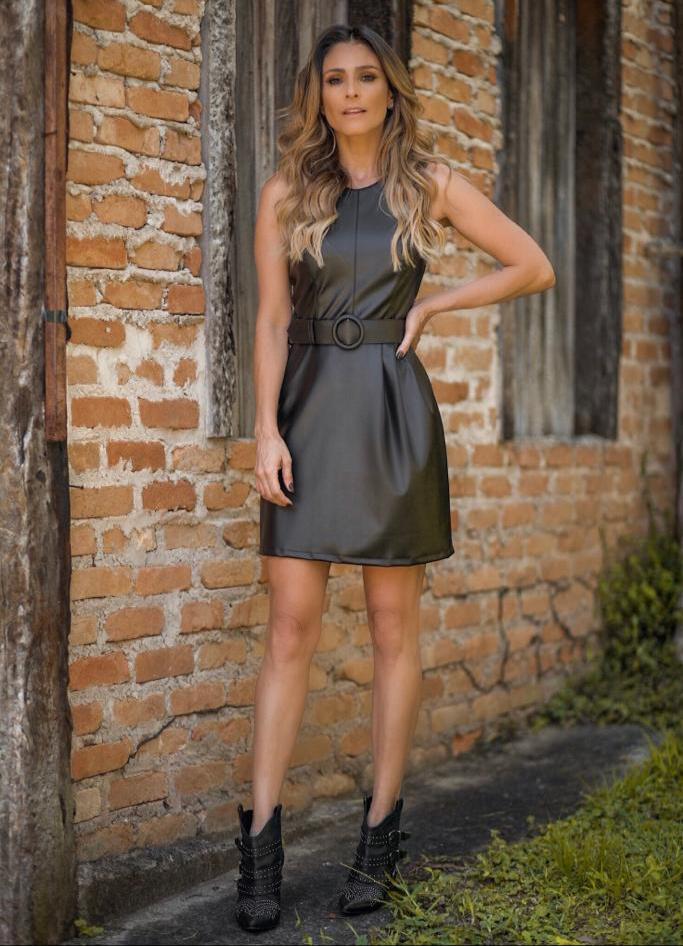 Vestido Lorena Couro Like Cinto (forro) Cores  Preto, Nude, Mostarda e Marrom