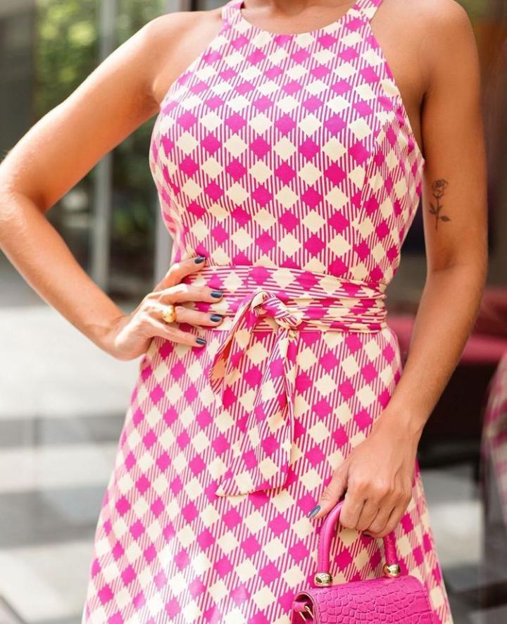 Vestido Olivia Xadrez Viscose (Forro) Decote Gola Cavada Midi Fluído