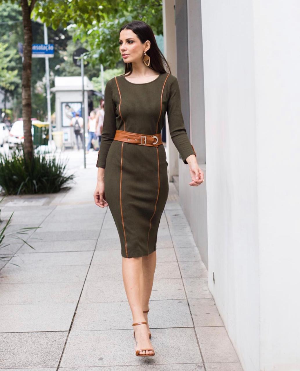 Vestido Pamela Midi Canelado Detalhe em Couro + Cinto Cores Terra, Verde e Preto