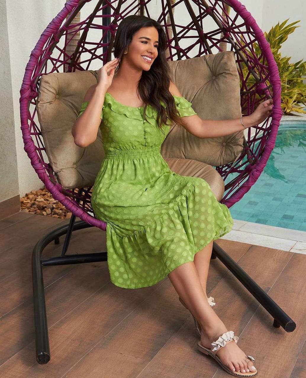 Vestido Sofia Chiffon Midi Elastico Cintura Detalhe Botões Babados