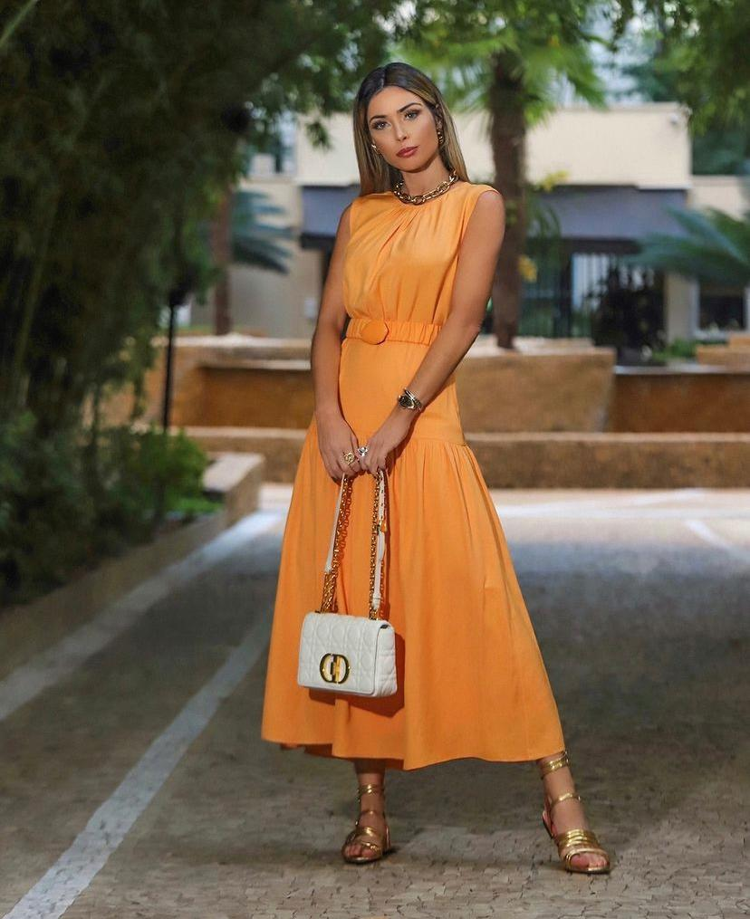 Vestido Sofia Crepe Midi Babados Detalhe Cinto Elástico