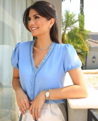 Blusa em Crepe com Detalhe de Laise Milalai