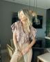 Blusa em Crepe Estampada com Decote em V Unique Chic