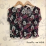 Blusa Floral em Crepe com Botoes no Decote Doce Flor