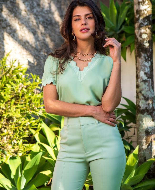 Blusa Basica em Crepe com Gola V Unique Chic