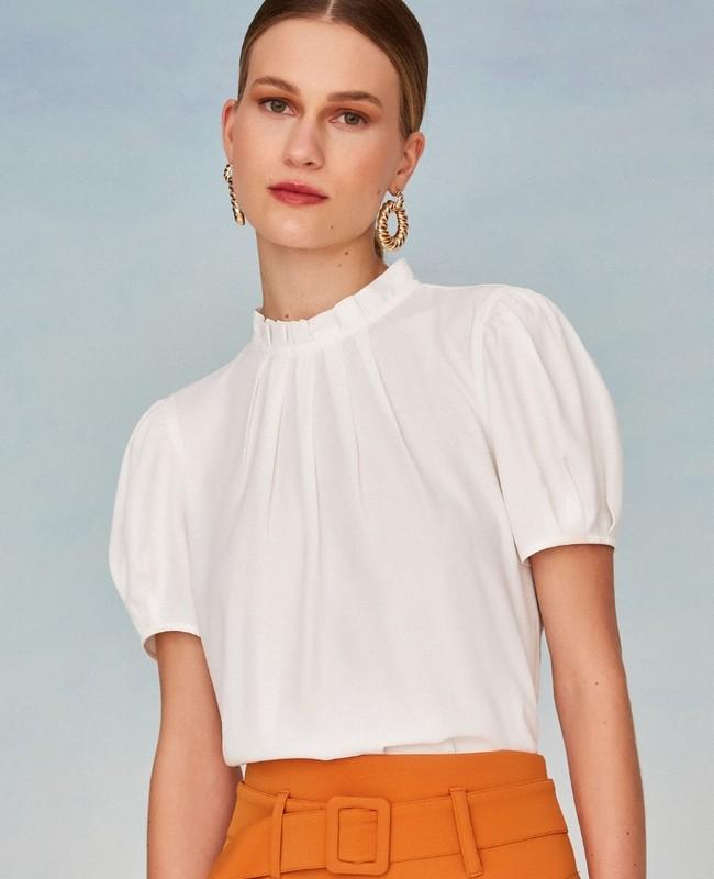 Blusa Basica em Crepe com Pregas no Decote Unique Chic