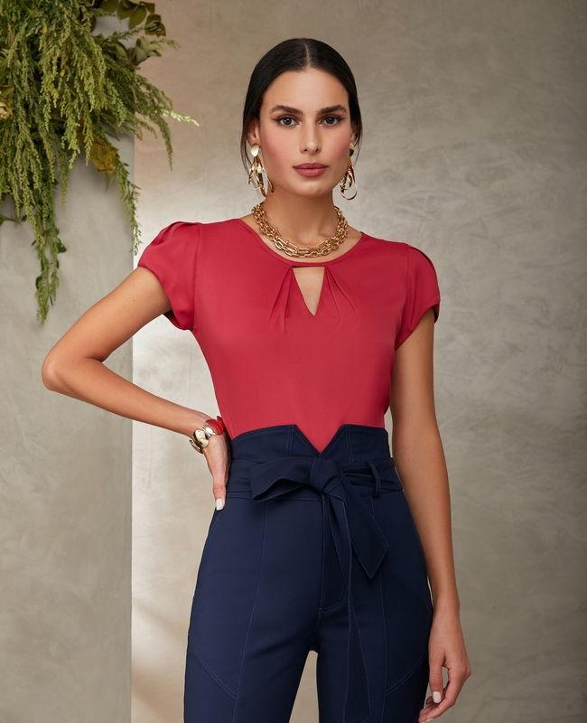 Blusa Basica em Crepe com Recorte V no Decote Unique Chic