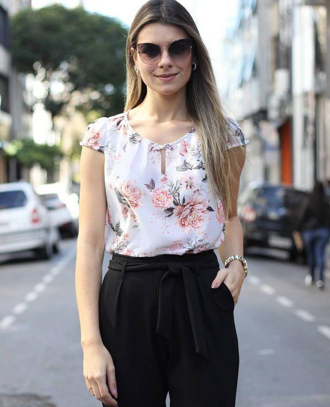 Blusa Basica em Crepe Estampa Floral e Barrado Doce Flor