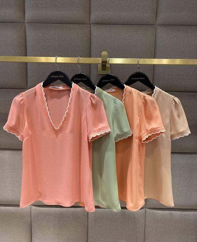 Blusa Basica em Crepe Unique Chic com Detalhe Nuvem