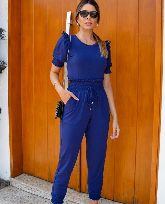 Blusa Basica em Malha com Detalhe de Laise Milalai