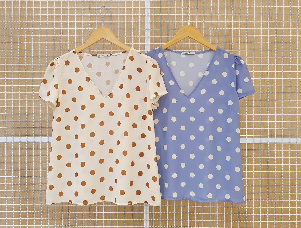 Blusa Basica Milalai em Crepe com Estampa de Poas