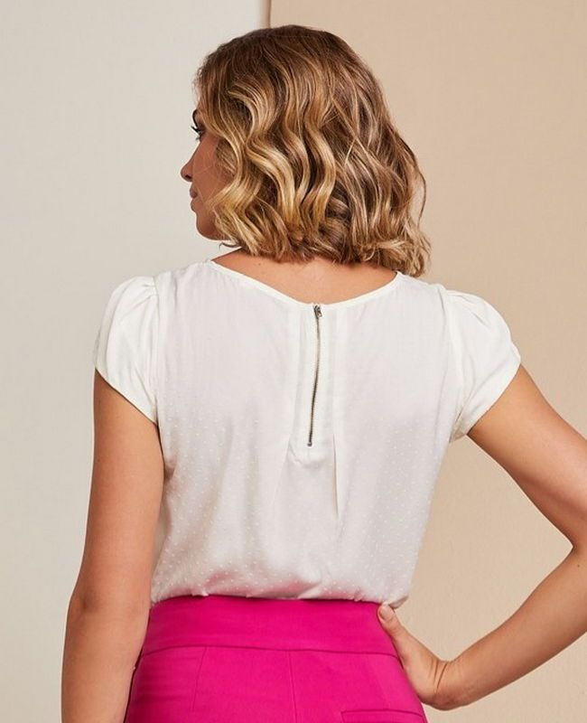 Blusa Basica Unique Chic em Crepe Textura Poa