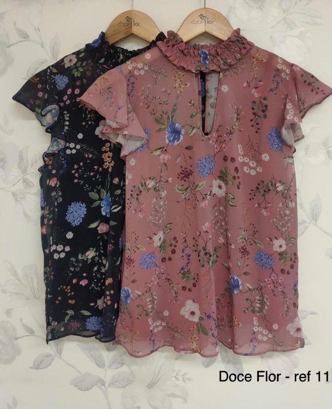 Blusa com Estampa Floral e Gola Alta Doce Flor