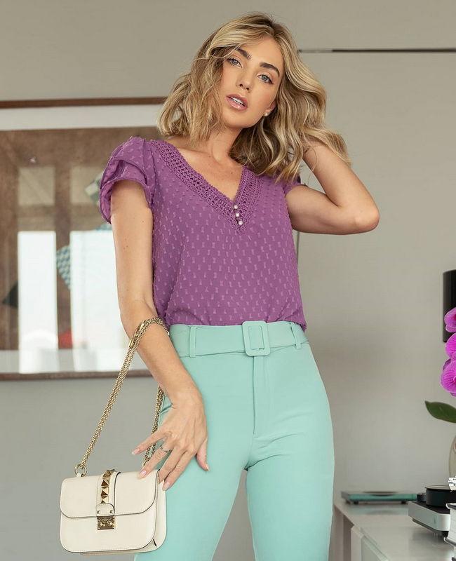 Blusa Crepe Devore com Forro Decote V e detalhes de Renda