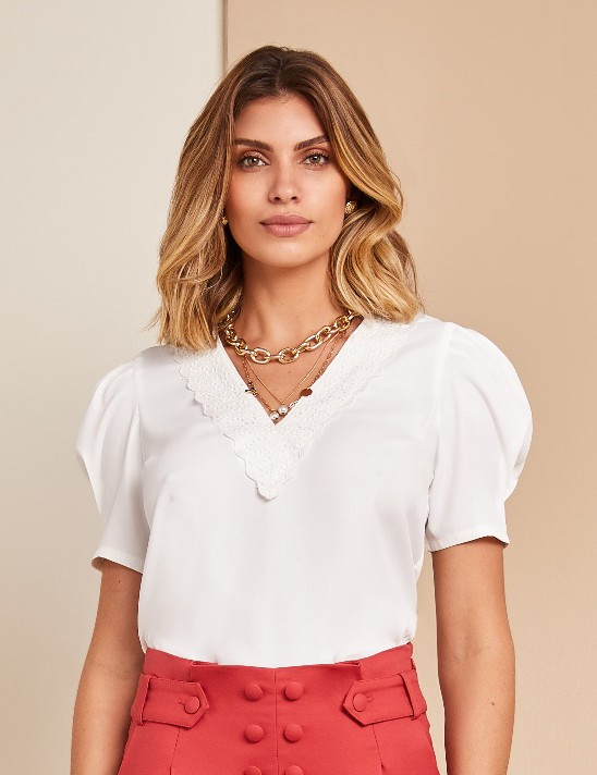 Blusa Crepe Renda Decote Unique Chic