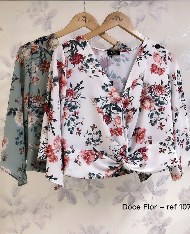 Blusa Cropped Floral com Torcido Doce Flor