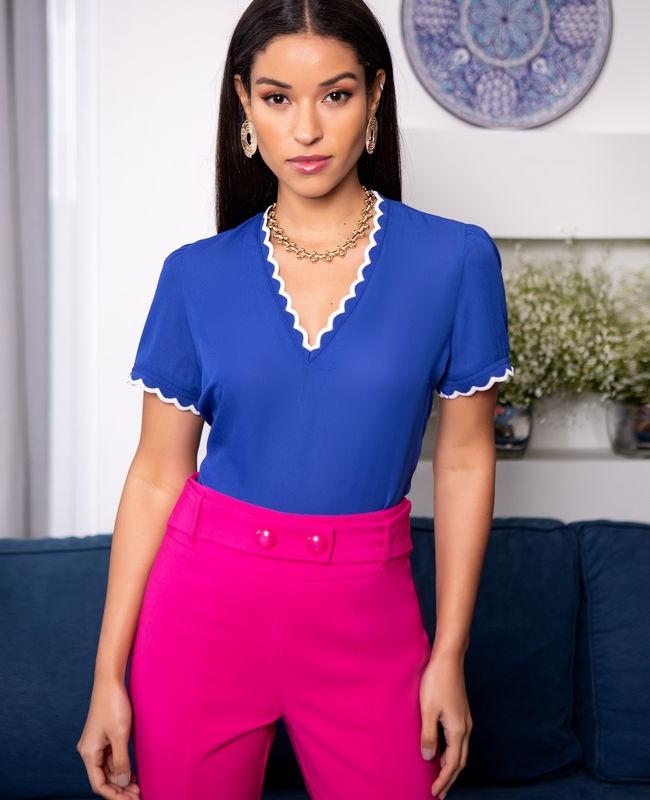 Blusa Decote em V com Renda na Gola e Punho Bicolor Unique Chic