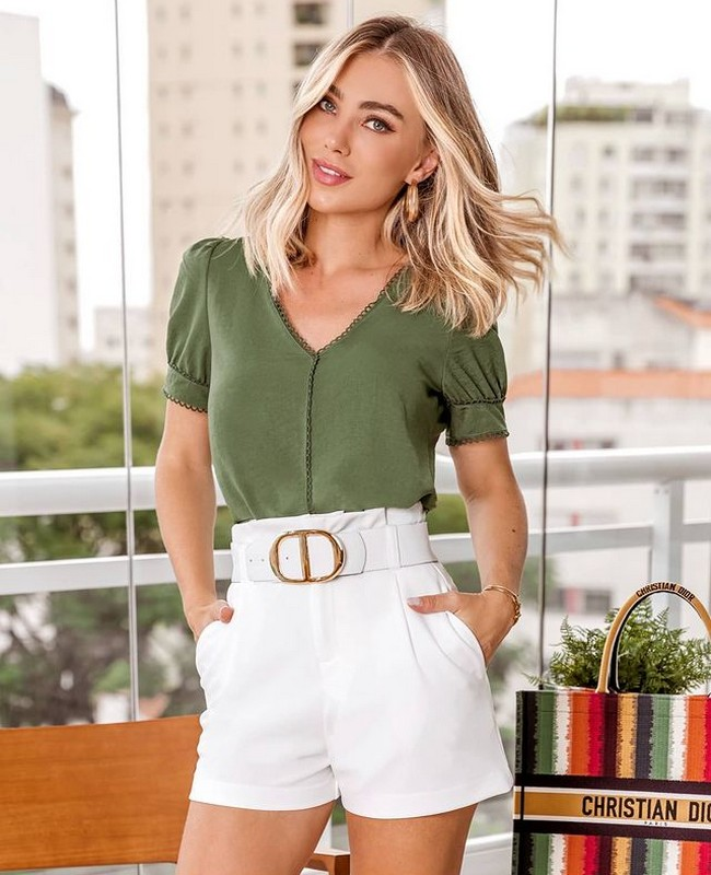 Blusa Decote V com Detalhe em Renda Doce Flor