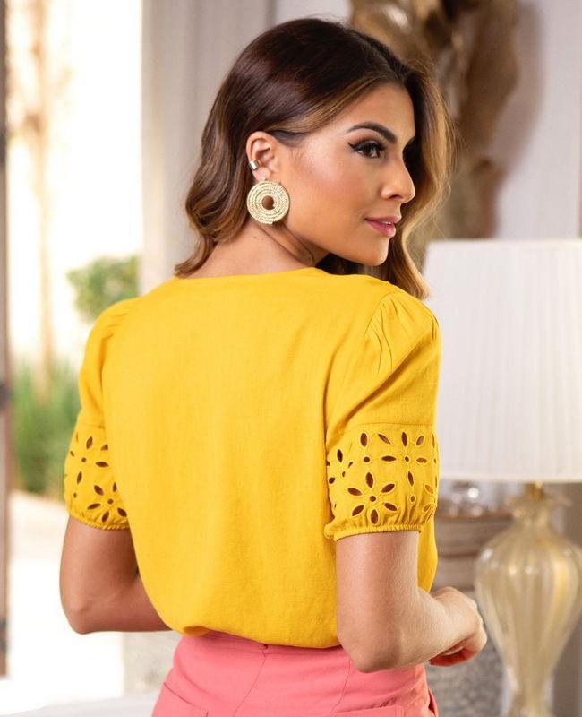 Blusa Detalhes Bordados Flores Unique Chic