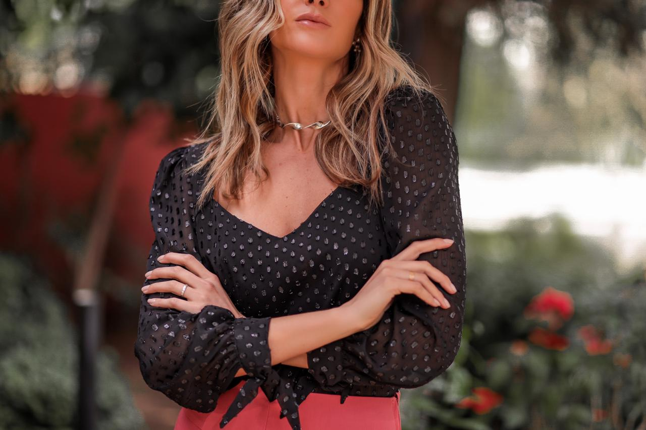 Blusa Devore Decote Princesa Donna Ritz