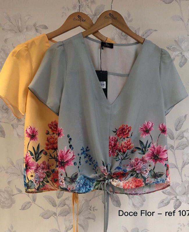 Blusa Doce Flor em Crepe com Amarracao e Barrado Floral