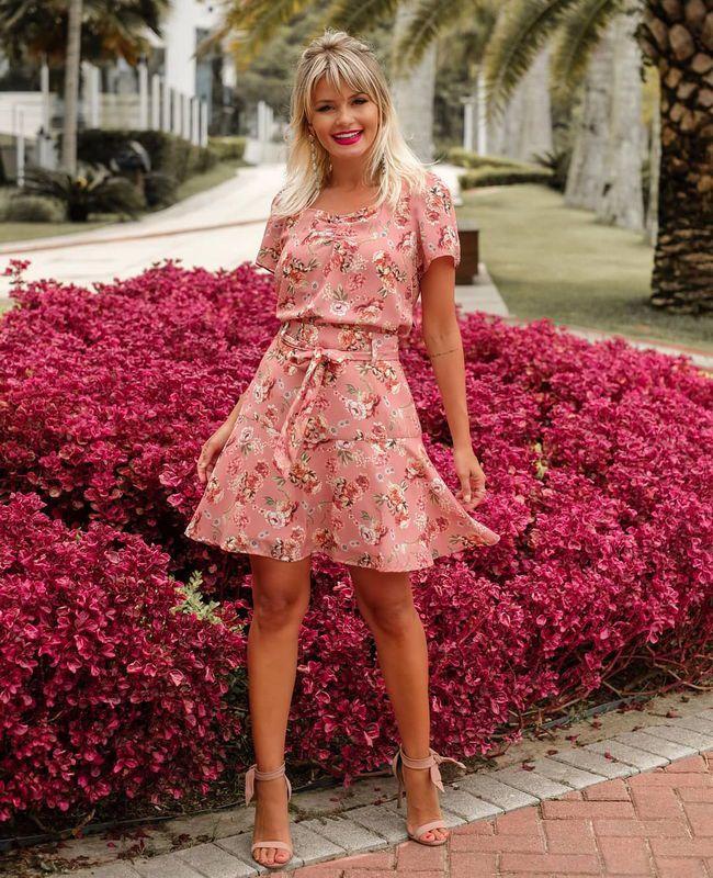 Blusa Doce Flor em Crepe com Estampa Floral e Decote Quadrado
