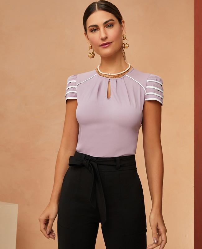 Blusa em Crepe com Detalhe de Vies e Recorte no Decote Unique Chic