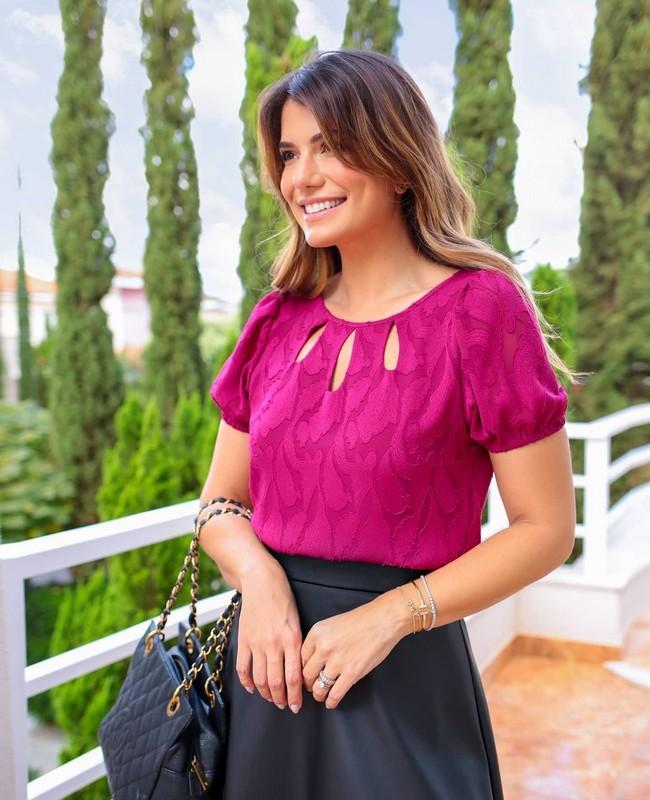 Blusa em Crepe Jacquard com Recorte Doce Flor