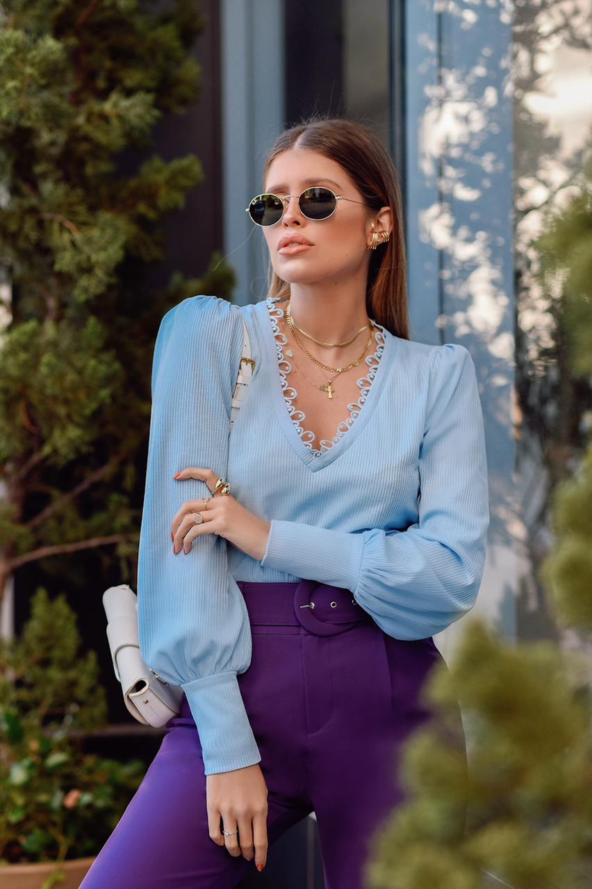 Blusa em Malha Canelada com Detalhe no Decote Milalai