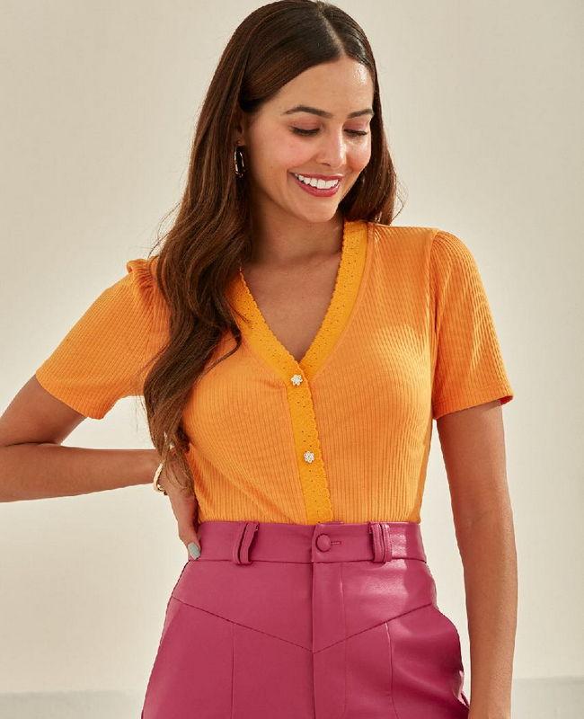 Blusa em Malha Canelada com Retilinea Unique Chic