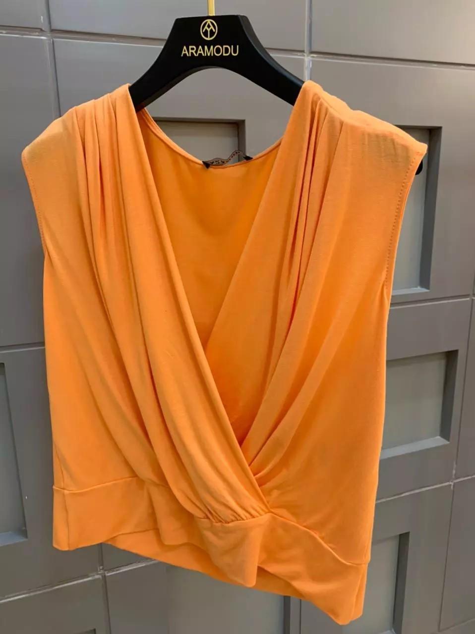 Blusa em Malha com Decote Transpassado Aramodu