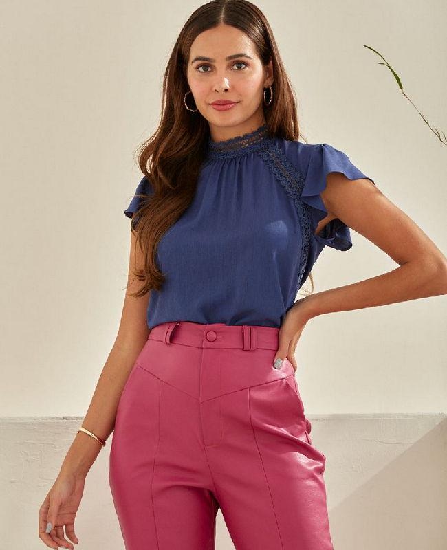 Blusa em Viscose com Detalhe de Renda Unique Chic