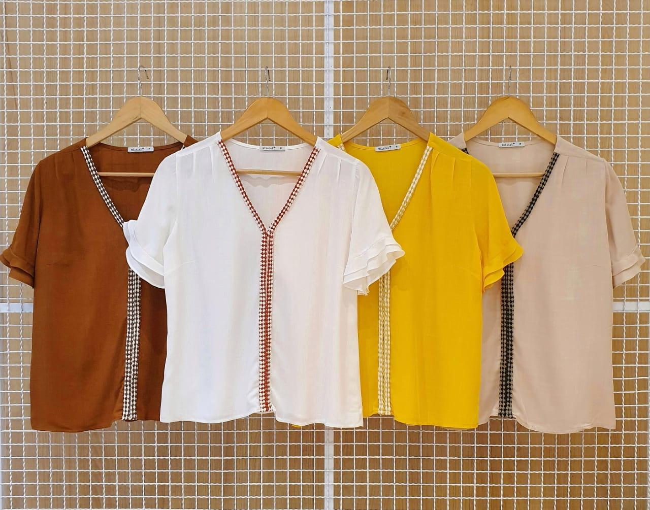 Blusa em Viscose Com Detalhe Listrado no Centro Milalai