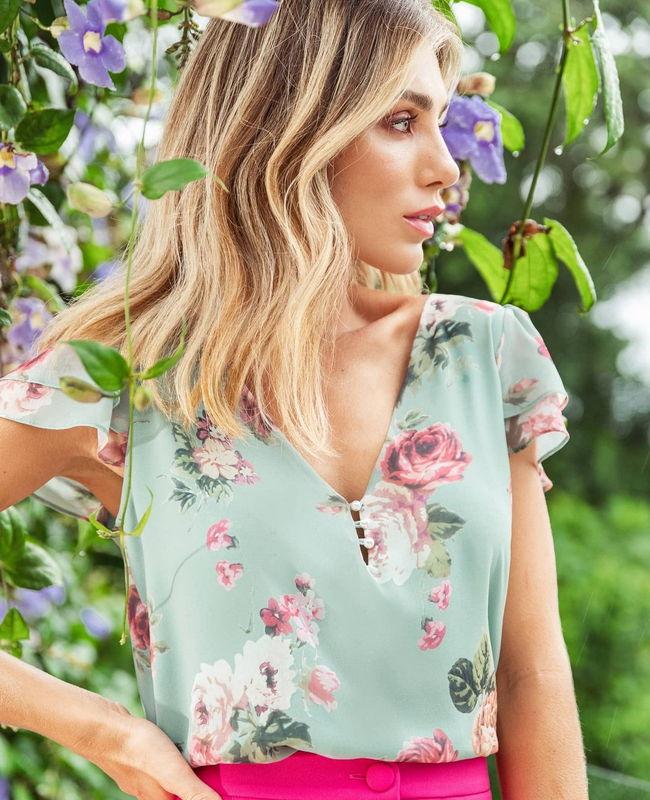 Blusa Estampa Floral com Decote em V e Botoes de Perola Doce Flor