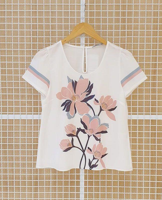Blusa Floral Bicolor Em Crepe Milalai