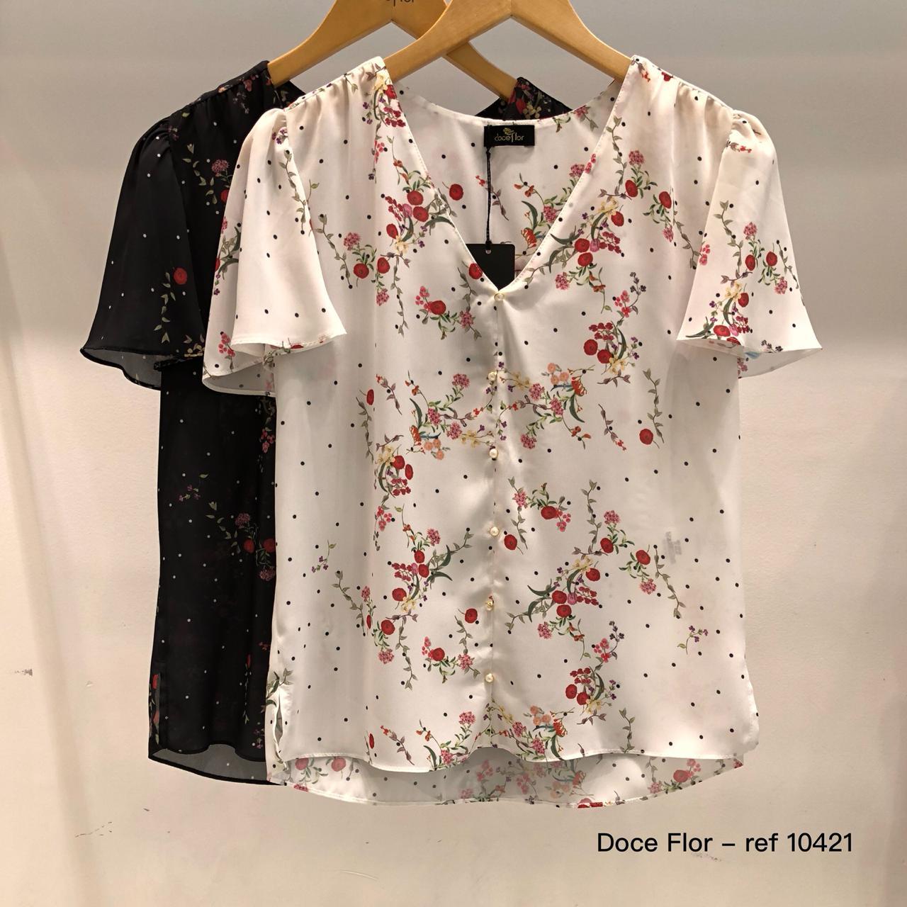 Blusa Floral com Decote V e Poas Doce Flor