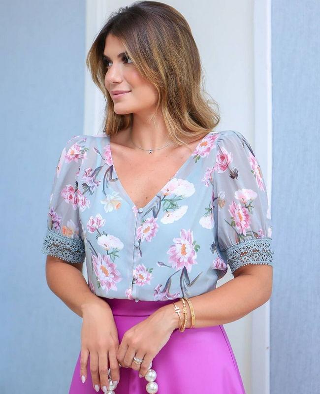 Blusa Floral com Punho em Renda Doce Flor