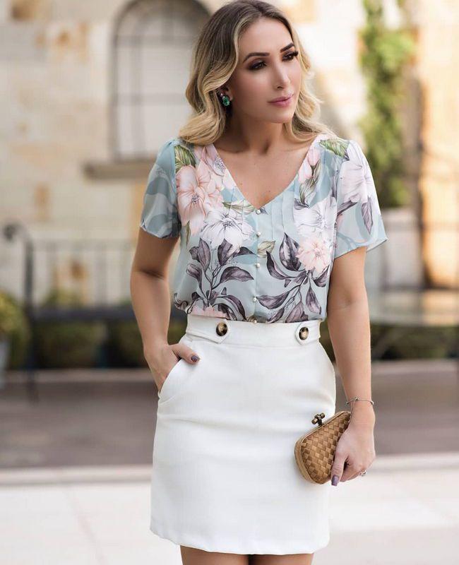 Blusa Floral Doce Flor em Crepe com Nervuras e Perolas