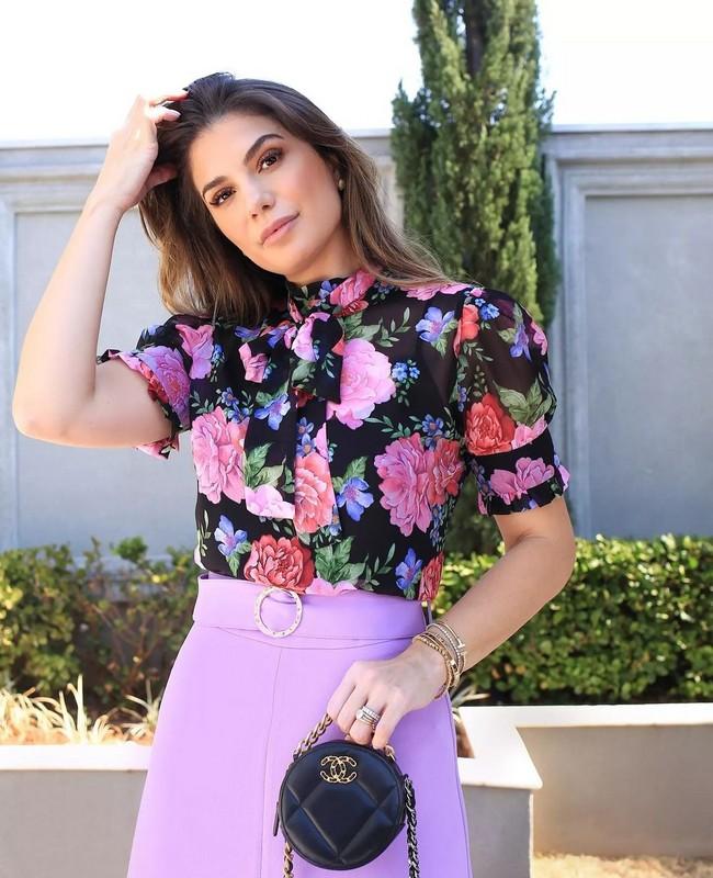 Blusa Floral Gola Alta com Laco Doce Flor