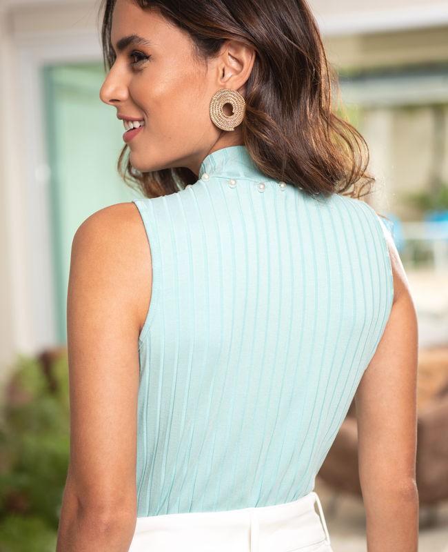 Blusa Gola Alta Detalhe de Perolas na Gola Unique Chic