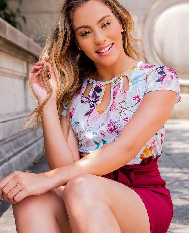 Blusa Kesses em Crepe com Estampa Floral e Detalhes Gotas na Gola