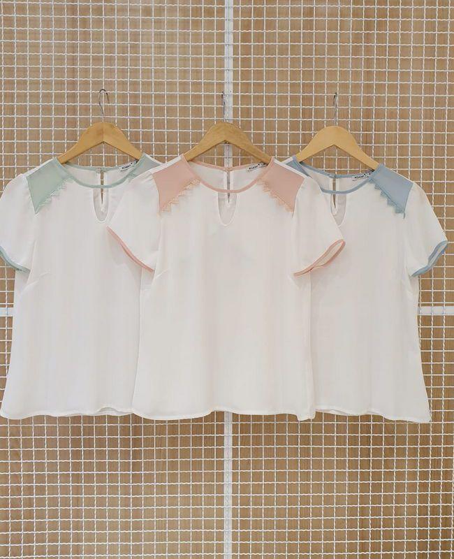 Blusa Milalai em Crepe Bicolor com Detalhes nos Ombros