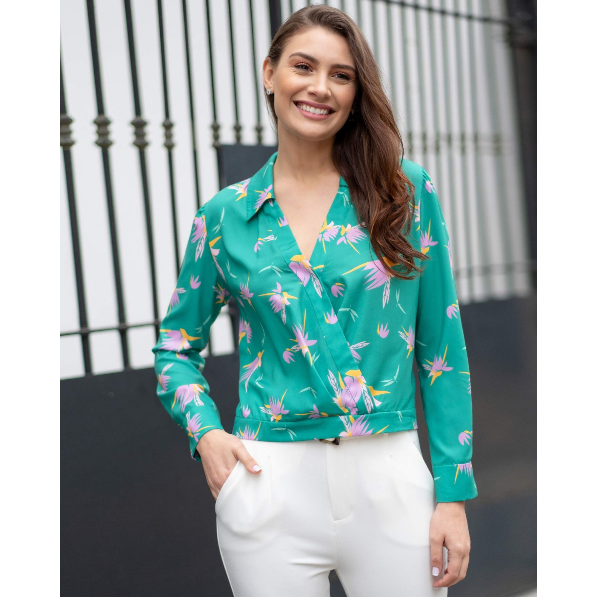 Blusa Transpassada Estampada em Crepe Unique Chic