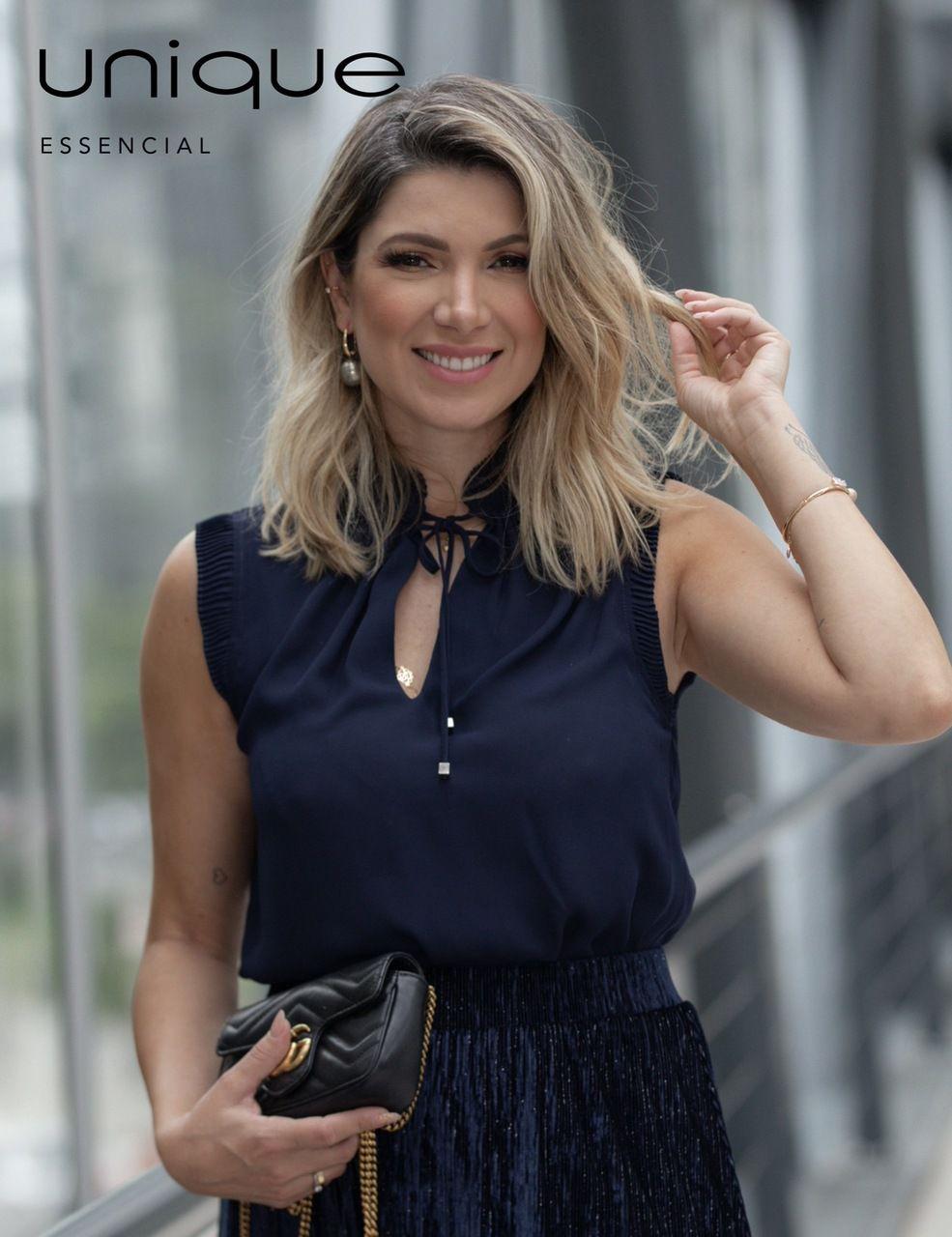 Blusa Unique Chic em Crepe com Detalhes Plissados