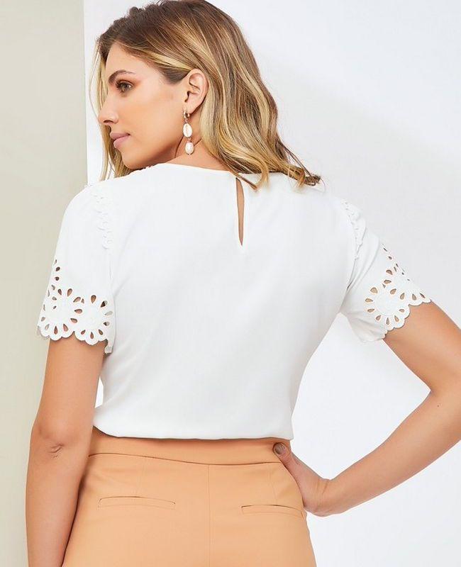 Blusa Unique Chic em Crepe com Recortes