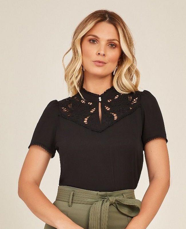 Blusa Unique Chic em Crepe Com Renda No Decote