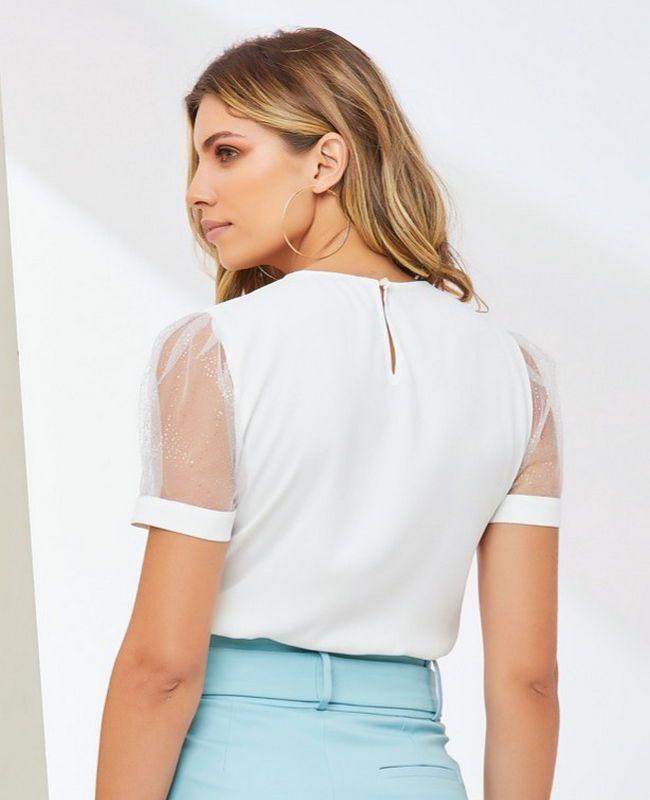 Blusa Unique Chic em Crepe com Tule nas Mangas e Decote