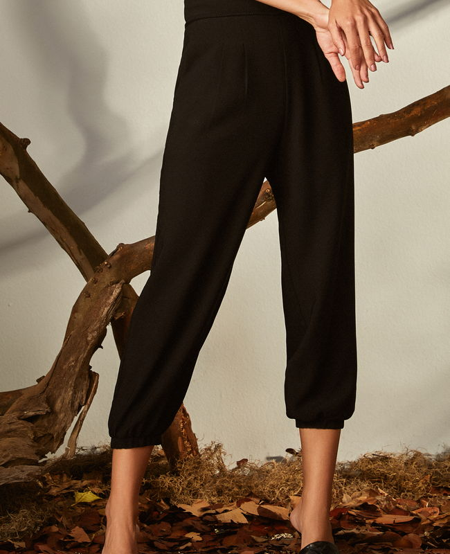 Calca Jogger com Cos Largo e Pregas Unique Chic
