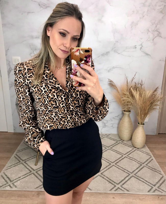 Camisa Animal Print em Crepe com Botoes Donna Ritz