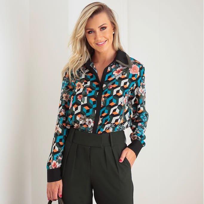 Camisa com Gola Bicolor e Desenhos Geometricos Unique Chic